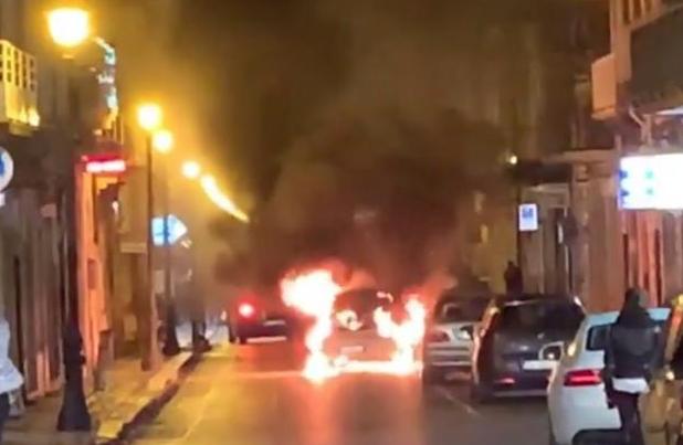 Floridia, auto in fiamme questa mattina in corso Vittorio Emanuele