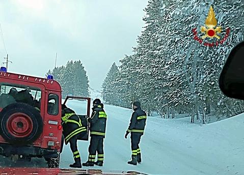 Tre persone disperse sull'Etna, li salvano dopo due ore i pompieri