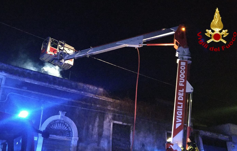 Catania, evacuato uno stabile in via Merlino per un incendio