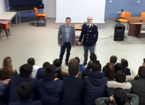 Legalità, poliziotti incontrano studenti della Todaro di Augusta