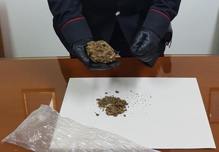 Pozzallo, giovane con la marijuana in casa: arrestato per spaccio