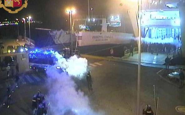 Tifosi del Bari provocano scontri a Messina: 5 misure cautelari ai domiciliari