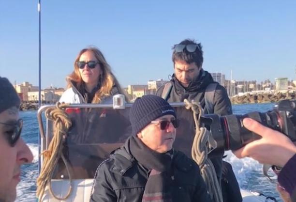 Migranti nel mare di Siracusa, 3 deputati e il sindaco a bordo  della Sea Watch