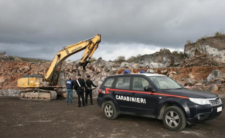 Blitz nella cava di Belpasso, sequestrata un'area abusiva