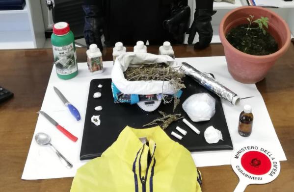 """Gli trovano coca e """"fumo"""", arrestato gestore di B&B di Modica"""