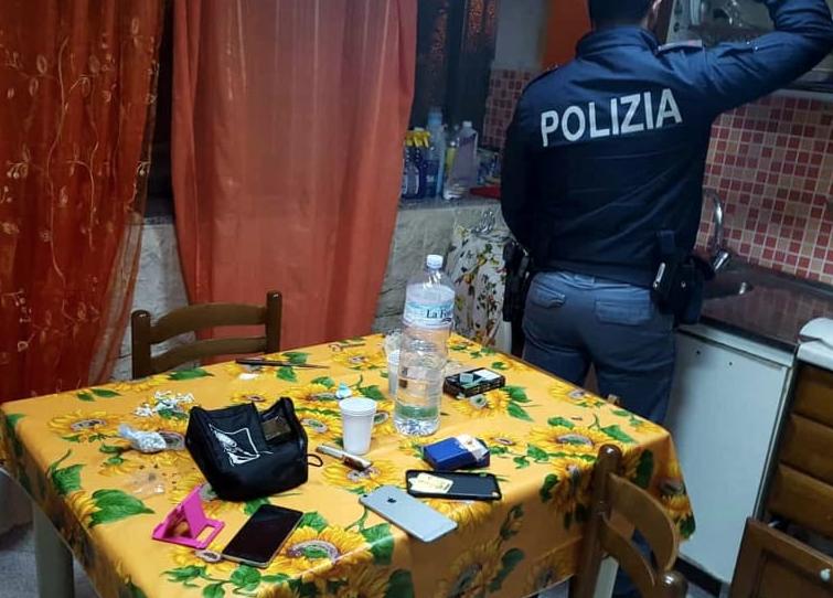 Laboratorio di crack a Casteldaccia: 3 arresti, in cella anche una donna