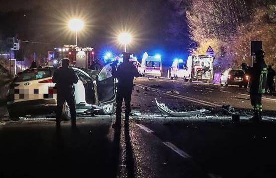 Scontro frontale a Pesaro: 2 morti e sei feriti