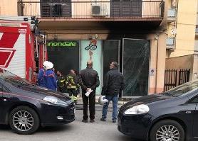 Esplosione in un negozio di biciclette di  Ragusa, titolare ustionato