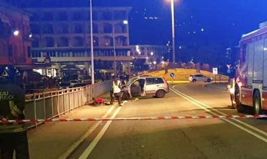 Intera famiglia travolta a Verbania in un incidente, un morto e tre feriti: un fermato