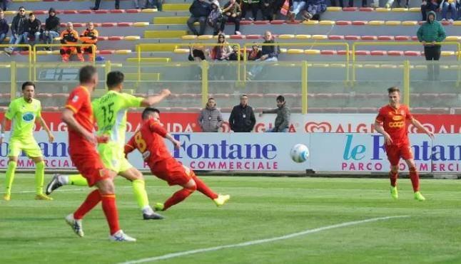 Leonzio travolta a Catanzaro, domenica bianconeri nel derby col Siracusa