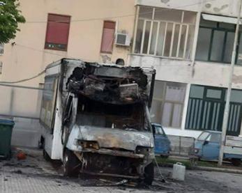 Incendiata una panineria ambulante in piazza Risorgimento a Noto