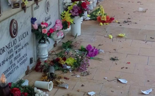 Atti vandalici al cimitero di Siracusa, ferma condanna di 2 consiglieri 5 Stelle