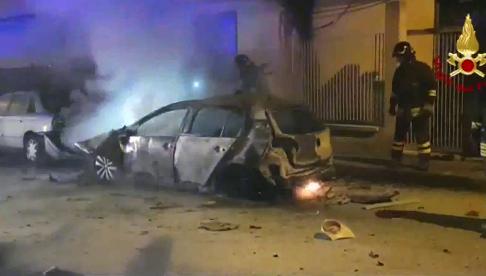 Esplosione a Priolo, in fiamme auto operaio: forse ordigno rudimentale