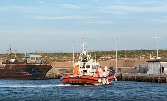 Scontro sui migranti a Lampedusa, il governo rischia: il Viminale autorizza lo sbarco dei 18