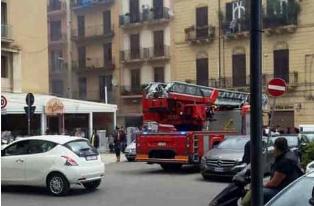 Incendio nel supermercato MD di via Nascè a Palermo: nessun ferito