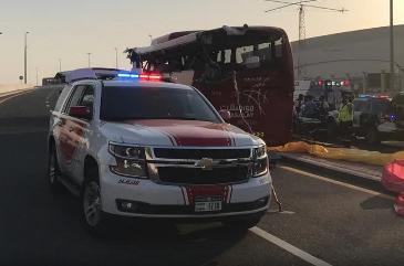 Bus si schianta contro un cartello stradale, 17 morti a Dubai