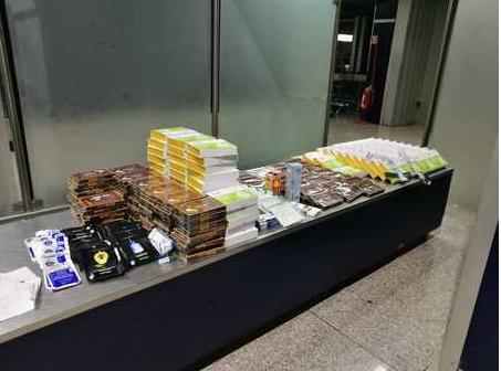 Viaggiava con 38 chili di farmaci cinesi: denunciata a Lamezia Terme