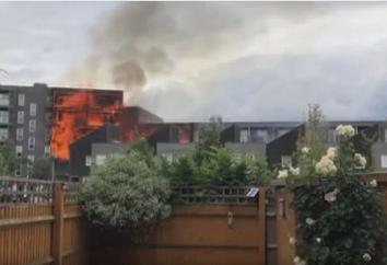 Edificio di sei piani in fiamme a Londra: cento vigili del fuoco a lavoro