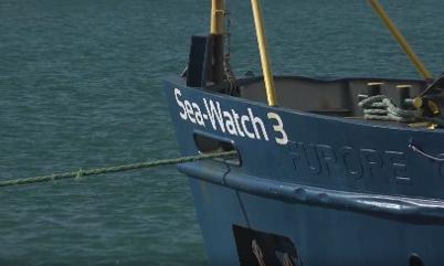 Sea Watch con 53 migranti a 16 miglia da Lampedusa, Salvini: non passa