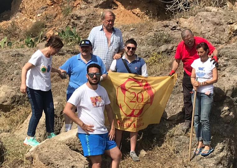 Volontari di Sicilia Antica ripuliscono il sito di Scalo Mandrie a Portopalo