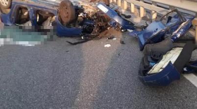 Auto si capovolge sulla Firenze - Pisa - Livorno: morti due trentenni