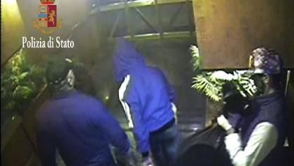 Rapina violenta in casa di un novantenne: tre fermati a Palermo