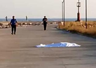 Con l'auto precipita in mare nel Gargano: lei muore, il fidanzato si salva