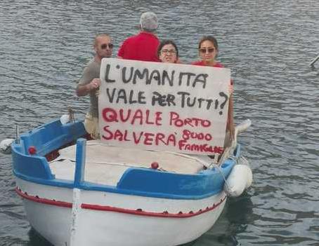 Formazione professionale, a Palermo  in cinque protestano in una barca