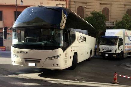 Palermo, investita da bus turistico: è grave in ospedale