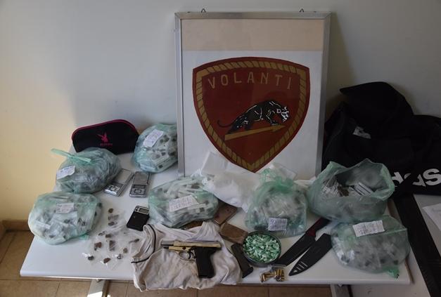Siracusa, in una palazzina di via Immordini sequestrati 2 chili di droga e una pistola