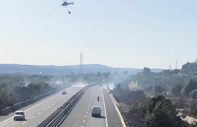 Incendio a Belvedere di Siracusa, evacuate alcune abitazioni a Carancino