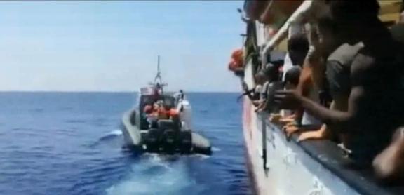 Open Arms con 151 migranti, vaga nel Mediterraneo, 'situazione insostenibile'