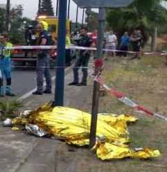 Catania, con la moto si schianta contro un palo: un morto e una ferita