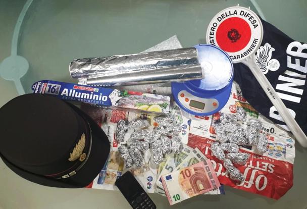 Spacciava 'fumo' a Gravina di Catania: finisce ai domiciliari