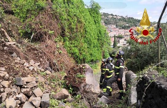 Frana in Timpa di Acireale, evacuate 10 persone a Santa Maria La Scala
