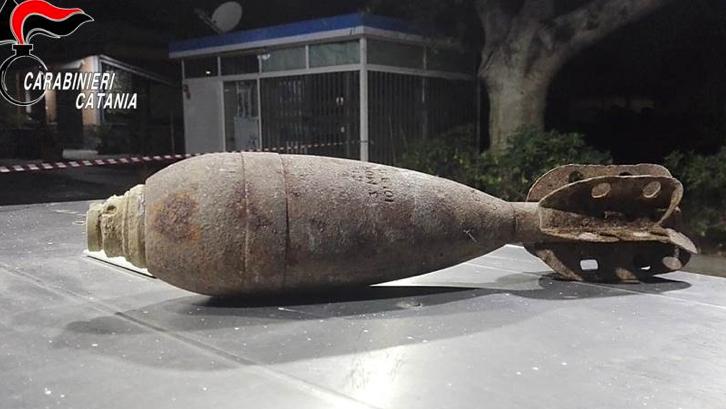 Paternò, lascia ordigno bellico in un benzinaio: bomba disinnescata