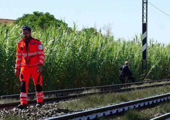 Lite perchè rincasa tardi a casa, tredicenne si getta sotto il treno a Cesena