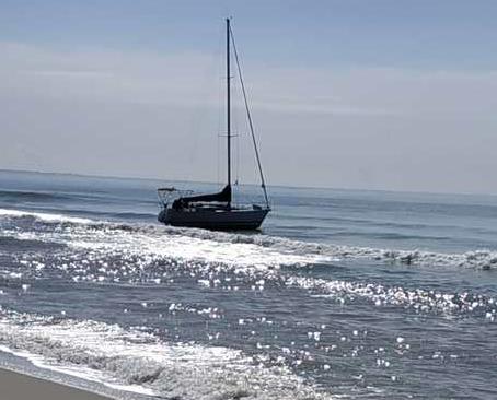 Sbarco di migranti in Calabria, arrivati in 75 con un veliero a Sellia Marina