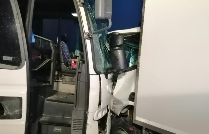 Siracusa, scontro tra un autobus e un camion a Tivoli: tre persone ferite