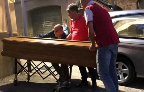 Trovato morto in casa ad Agrigento, la Procura dispone l'autopsia