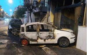 Due auto e una moto in fiamme a Vittoria: avviate indagini dalla polizia