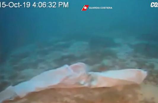 Naufragio a Lampedusa, i sommozzatori recuperano altri due cadaveri