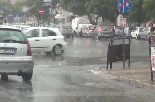 Allerta meteo, anche domani scuole chiuse a Catania: a Siracusa il sindaco le riapre