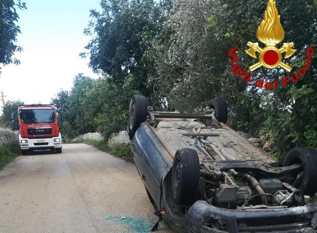 Auto si ribalta sulla Cassibile - Canicattini Bagni : illesi tutti gli occupanti