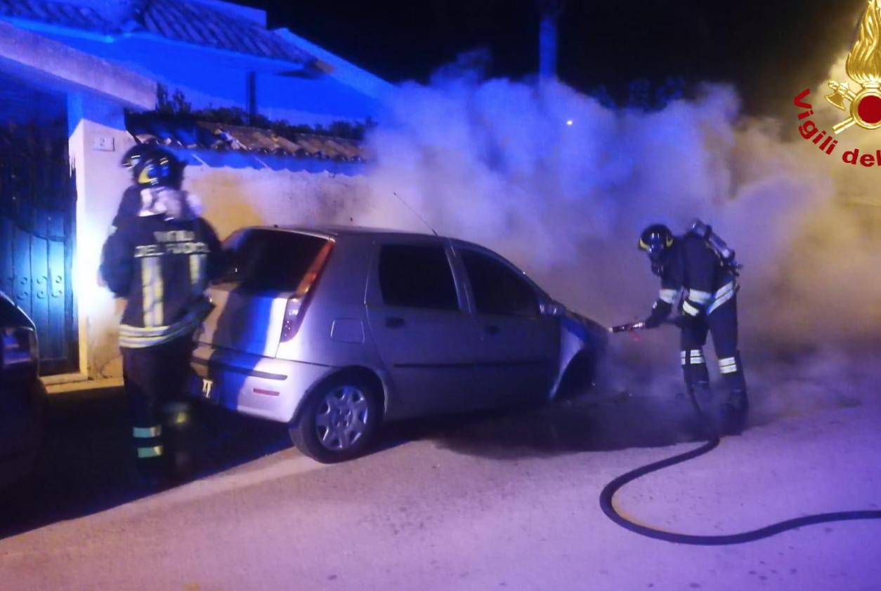 Siracusa, non si fermano 'avvertimenti' col fuoco: bruciata un'altra auto