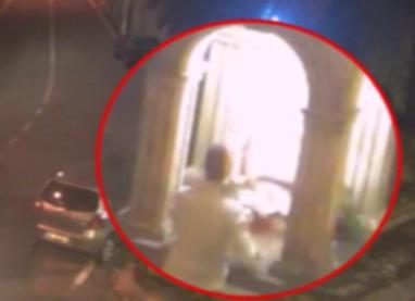 Prende a sprangate la statua del Cristo a Trecastagni: denunciato