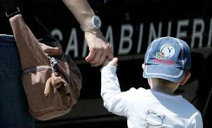 Maltrattavano i bambini all'asilo: arrestate due maestre in provincia di Cosenza