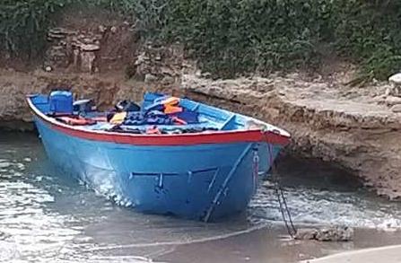 Barca in legno con 74 migranti arriva a Lampedusa