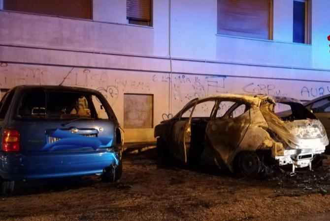 Auto in fiamme prima dell'alba a Noto: danni ad altre 2 vetture in sosta