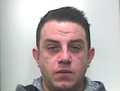Scicli, gli perquisiscono la casa e trovano  cocaina e 'fumo': arrestato